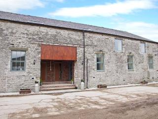 WOODLANDS, large barn conversion, great views, upside down layout, in Cowdale, Ref 24390 - Buxton vacation rentals