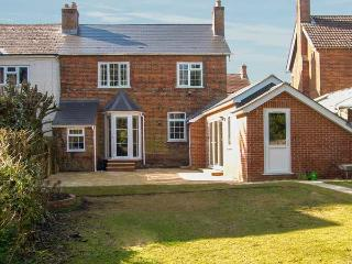 GORDON'S HOUSE, luxury, pet-friendly, enclosed garden, in Andover, Ref 14325 - Chilbolton vacation rentals