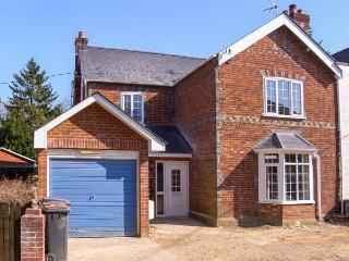 GORDON'S HOUSE, luxury, pet-friendly, enclosed garden, in Andover, Ref 14325 - Andover vacation rentals