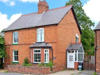 DUCK COTTAGE, canal views, multi-fuel stoves, lawned gardenm, in Christleton, near Chester, Ref 15308 - Liverpool vacation rentals