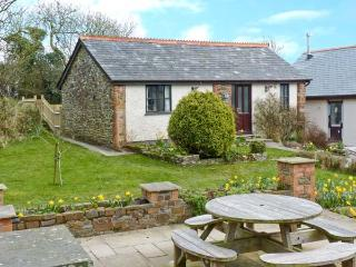 WAGTAIL, pet-friendly single-storey cottage in courtyard, Bradworthy Ref 18569 - Kilkhampton vacation rentals