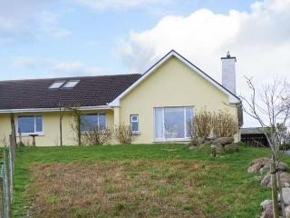 AN TIG BUI, annexe with multi-fuel stove, lawned gardens, parking, near Cahersiveen, Ref 22037 - Waterville vacation rentals