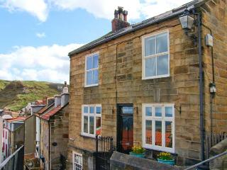 YORK HOUSE, character cottage by the sea, open fire, sea views in Staithes Ref 22255 - Guisborough vacation rentals