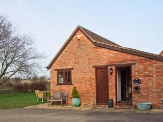 THE DAIRY, all ground floor, off road parking, garden, in Ilmington, Ref 22262 - Warwickshire vacation rentals