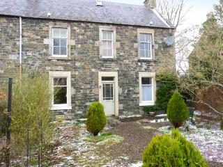 GARDEN FLAT, cosy ground floor apartment with garden in Peebles, Ref 22333 - West Linton vacation rentals