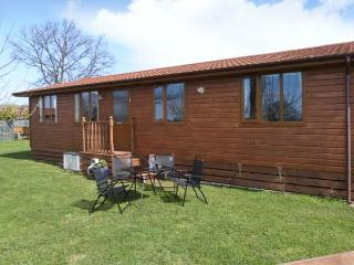 FIELD VIEW LODGE, open plan, pet friendly, close to many places of interest, Ref 24158 - Cottingham vacation rentals