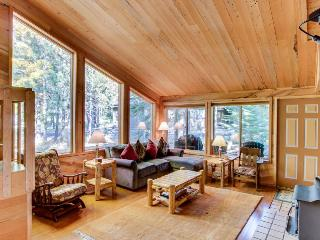 Hardwood floors, wood stove, near resort amenities! - Black Butte Ranch vacation rentals