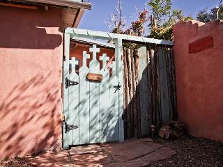 Casita Patron I - Private Patio, Kiva Fireplace, Hot Tub, Walk to Plaza - Santa Fe vacation rentals
