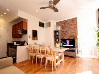 TIMES SQUARE 50TH GEM : 2 bedrooms 2 bathrooms - Rome vacation rentals