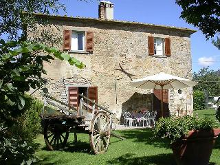 Il Bozzino, independent apartment in tuscan country - Cortona vacation rentals