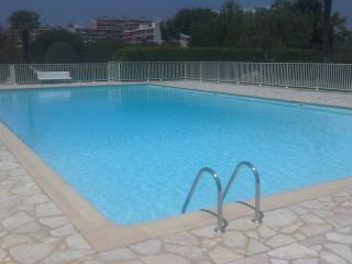 Soleil D'Or- Pet-Friendly 3 Bedroom Apartment in Antibes - Antibes vacation rentals