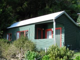The Cottage 1 bedroom with 4 bunks 1 bedroom with 2 bunks kitchen, shower and toilet - Te Rawa Resort - The Gannet Colony - Havelock - rentals