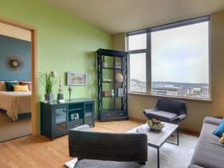 Nice Condo with Deck and Internet Access - Seattle vacation rentals