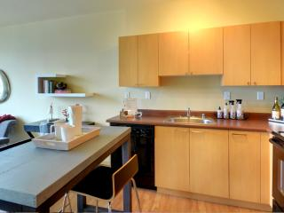 2 bedroom Apartment with Deck in Seattle - Seattle vacation rentals