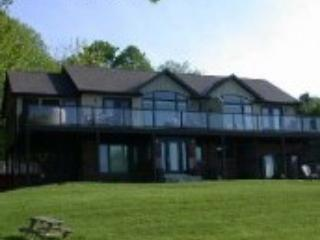 Lovely Condo with Deck and Internet Access - Lansdowne vacation rentals