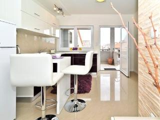 Sunny 1 bedroom Vacation Rental in Zadar - Zadar vacation rentals