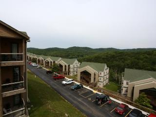 Top unit | Condo | Fireplace | Pool | Hot Tub | Near Silver Dollar City (3210605) - Branson vacation rentals