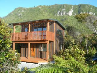 Nice Cottage with Deck and Internet Access - Punakaiki vacation rentals