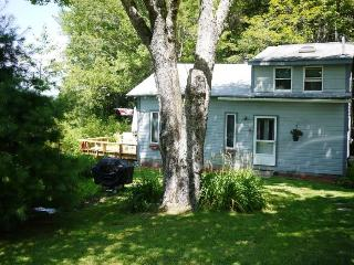 Cozy 2 bedroom House in Trenton with Deck - Trenton vacation rentals