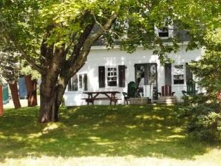Cozy 3 bedroom West Tremont House with Internet Access - West Tremont vacation rentals