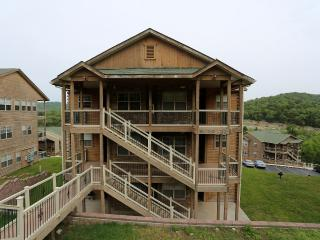 Jetted Tub   Fireplace   Pool   Hot Tub   Next to Silver Dollar City (3210604) - Branson vacation rentals