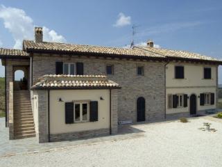 Room Papavero - Fermo vacation rentals