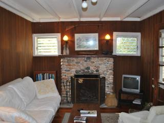 Adorable Cottage with Outdoor Dining Area and Satellite Or Cable TV - Charlestown vacation rentals