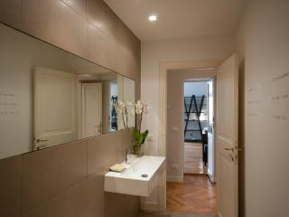 TIBER NICOSIA: luxury 2 bedrooms, next to Navona - Rome vacation rentals