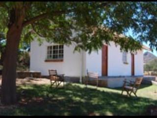 2 bedroom Apartment with Microwave in Oudtshoorn - Oudtshoorn vacation rentals