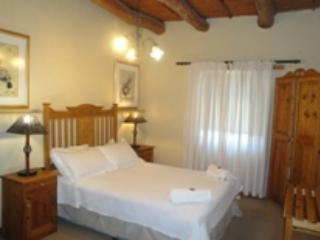 Bright 2 bedroom Oudtshoorn Condo with Microwave - Oudtshoorn vacation rentals