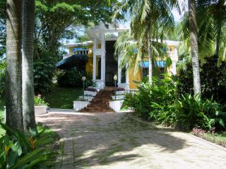 Nice Villa with Deck and A/C - Girardot vacation rentals
