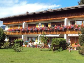 Cozy Condo with Mountain Views and Parking - Rottach-Egern vacation rentals