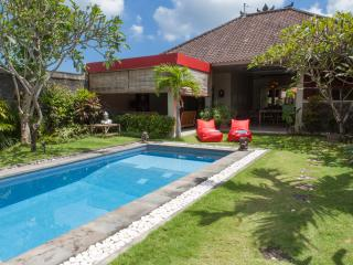 Great 3bed getaway Seminyak central - Jimbaran vacation rentals