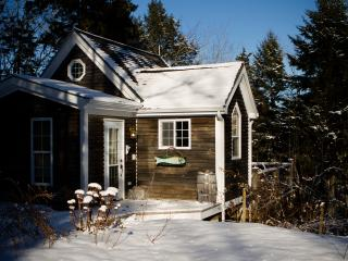 Romantic 1 bedroom Nova Scotia Cottage with Deck - Nova Scotia vacation rentals