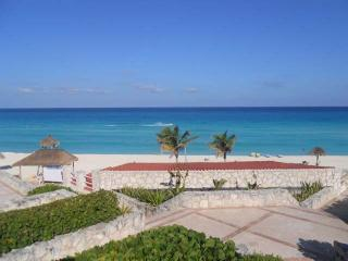 Cancun Solymar Beachfront Studio in Hotel Zone - Cancun vacation rentals
