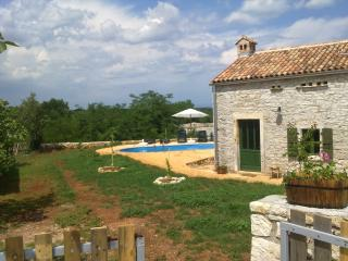 Nice House with Satellite Or Cable TV and Cleaning Service - Bratulici vacation rentals