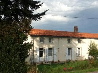 Le Chene Rond Chambre d'hote & Gite - Bressuire vacation rentals