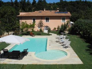 Fattoria I Ciliegi 2 Bedroom Apt (Sleeps up to 8) With Pool and Tennis court - Reggello vacation rentals