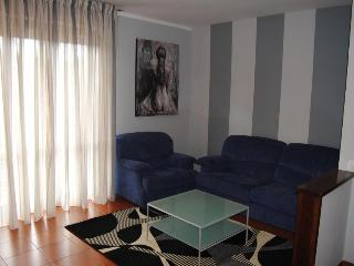 Perfect 2 bedroom Lucca House with Deck - Lucca vacation rentals