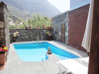 Comfortable Villa with Deck and Television - La Aldea de San Nicolas de Tolentino vacation rentals