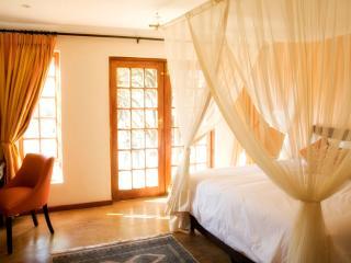 Charming 4 bedroom Gauteng B&B with Internet Access - Gauteng vacation rentals