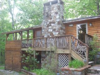 Cozy 2 bedroom Lake Toxaway Cabin with Deck - Lake Toxaway vacation rentals