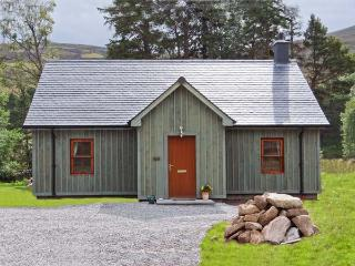 MORVEN COTTAGE, single-storey lodge with multi-fuel stove, fishing, close Ballater Ref 15508 - Braemar vacation rentals