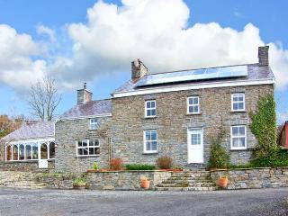 THE FARMHOUSE, pet-friendly character farmhouse, garden, games barn, woodburners, countryside, Aberaeron Ref 19244 - Aberaeron vacation rentals