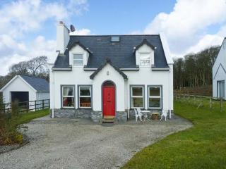 CONEY COTTAGE, detached cottage, open fire, lawned garden, close to sandy beach, in Culdaff, Ref 22997 - Ballyliffin vacation rentals