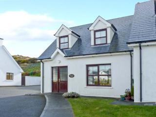 BRACKEN LODGE, open fire, off road parking, garden, in Skibbereen, Ref 23992 - Skibbereen vacation rentals
