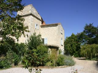 Adorable Bed and Breakfast in Nîmes with A/C, sleeps 2 - Nîmes vacation rentals