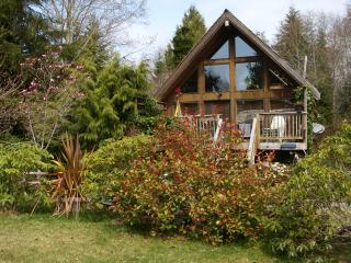 Gold Coast Retreat Hacienda Cabin Chesterman Bch. - Tofino vacation rentals