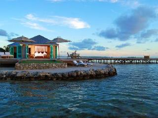 Tranquil ocean front Casa Solana with magnificent sunsets, private dock &  pool - Belize Cayes vacation rentals