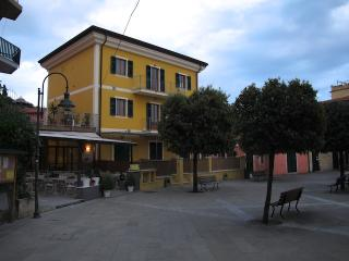 Creuza de ma - Apartments in Tellaro main square - Bagnone vacation rentals